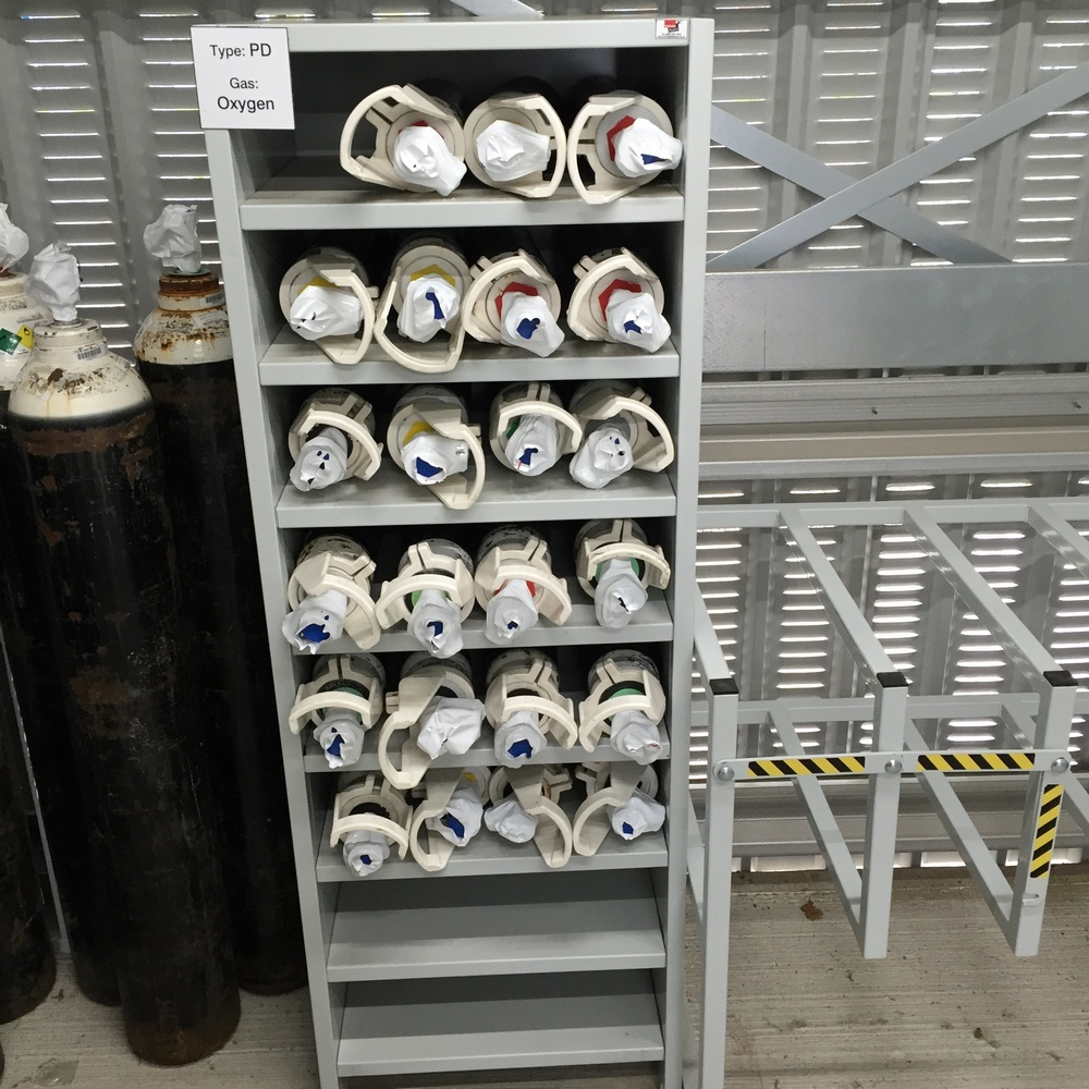 Hospital Theatre CD Gas Cylinder Storage Rack & Made to Measure C CD D E Cylinder Racks
